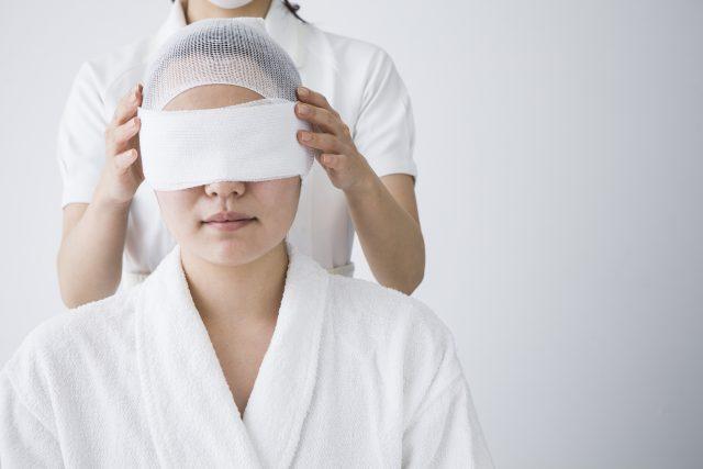 People who are bandaged eyes