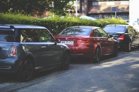 kaboompics.com_Cars parked along way 2