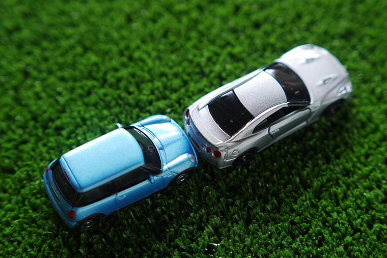 追突事故の行政処分!点数・罰金・運転免許の減点まとめ【2018年度版】
