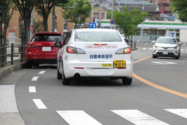 自動車教習所の路上教習中に事故!責任は誰が負うのか?