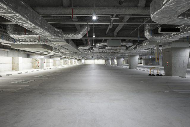 スーパー駐車場